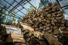 Bois de chauffage en serre chaude photographie stock libre de droits
