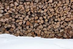 Bois de chauffage plié Vieux bois de chauffage pour la cheminée Photographie stock