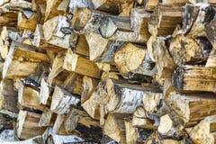 Bois de chauffage soigné empilé photographie stock libre de droits