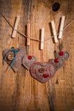 Bois de coeur main-cousu par fond de Valentine en bois Photos stock