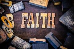 Bois de concept de foi et lettres rouillées en métal photographie stock libre de droits