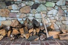 Bois de hache et de feu images stock