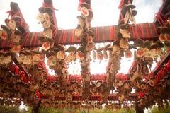 Bois de l'amour accrochant sur le poteau dans la ville antique de Shuhe. Image stock