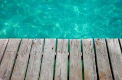Bois de mur sur la plage photographie stock libre de droits