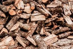 Bois empilé pour l'usage domestique photographie stock libre de droits