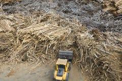 Bois et centrale de biomasse Photos stock