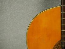 Bois et courbe de rétro couleur profonde douce de sensation de guitare classique Image libre de droits