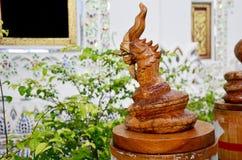 Bois thaïlandais traditionnel de style découpant en tant que naga en bois animal un de Photographie stock libre de droits