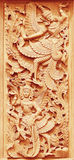 Bois thaïlandais traditionnel de style découpant sur le mur du temple dans Tha photo stock