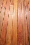 Bois tropical de decking de teck de tenue de protection individuelle de modèle en bois de plate-forme Photos libres de droits