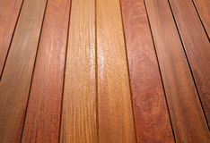 Bois tropical de decking de teck de tenue de protection individuelle de modèle en bois de plate-forme Image libre de droits