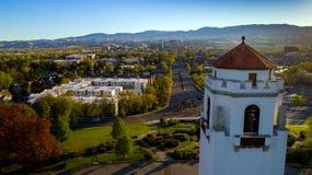 Boise drevbussgarage och stad av Boise Idaho horisont Royaltyfri Foto
