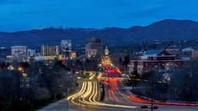 Boise Idaho nattsecene av huvudboulevarden arkivfoto