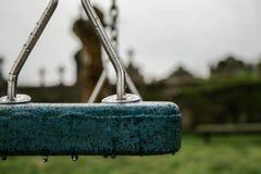 Boisko blisko cmentarza deszczowy dzie? chmurny z mg?? i obrazy stock