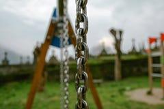 Boisko blisko cmentarza deszczowy dzie? chmurny z mg?? i obraz royalty free
