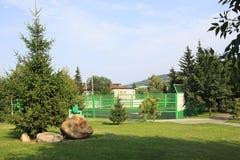 Boisko dla tenisa w Sanatoryjnym Belokuriha Obraz Stock