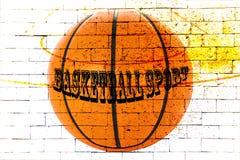 Boisko do koszykówki z czerwonym ściana z cegieł Obraz Stock