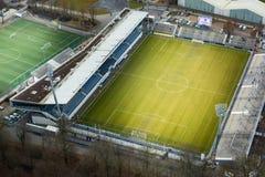 Boisko Do Piłki Nożnej Gazi stadium Zielona trawa Nad widok z lotu ptaka sporty Fotografia Stock