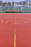 Boisko do piłki nożnej robić od czerwonej granuli gumy Boiska piłkarskiego backgr Fotografia Stock