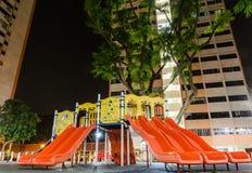 Boisko przy nocą Gnieżdżącą się Wśród Singapur Publi Zdjęcie Royalty Free