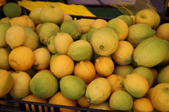 Boisseau de citrons Photo stock