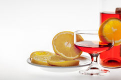 Boisson alcoolisée avec l'orange images stock