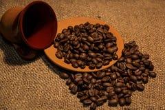 Boisson aromatique de grains de café excellente pendant le matin photographie stock