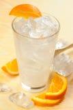 Boisson avec le citron et l'orange image stock