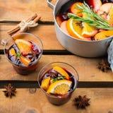 Boisson chaude d'hiver de Noël, vin chaud Photographie stock libre de droits