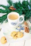 Boisson chaude de Noël avec de la cannelle Photo libre de droits