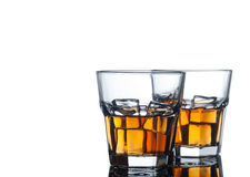 Boisson d'alcool sur le blanc photographie stock libre de droits