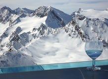 Boisson dans les Alpes Image libre de droits