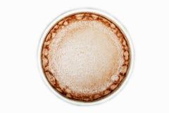 Boisson de cacao dans la tasse blanche d'isolement sur le fond blanc, vue supérieure image libre de droits