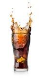 Boisson de kola avec l'éclaboussure Photos stock