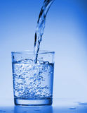 Boisson de l'eau images libres de droits