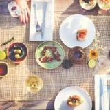 Boisson de nourriture dinant des vacances traînant le concept d'unité Photo libre de droits