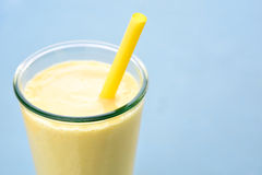 Boisson de smoothie de lassi de mangue Photographie stock