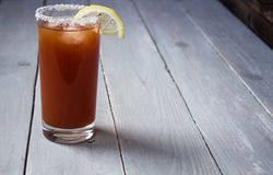 boisson de tir d'alcool de tomate avec le citron et le sel Images libres de droits