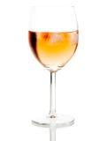 Boisson en verre de vin avec des glaçons Photographie stock