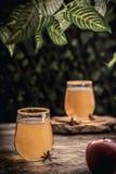 Boisson fraîche de cidre avec l'anis et la cannelle Images stock