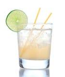 Boisson jaune de cocktail de margarita de citron d'alcool avec la chaux Images stock