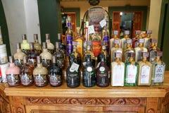 Boisson locale traditionnelle Mezcal d'alcool d'Oaxaca fait à partir de l'ahava image stock
