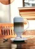 Boisson multicouche de café avec de la crème et la mousse Image libre de droits