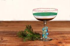 Boisson posée de vacances avec la jante de canne de sucrerie - préparez pour l'heure heureuse de Noël Images stock