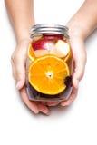 Boisson régénératrice délicieuse de tasse de poignée de fruit orange avec la pomme Image libre de droits