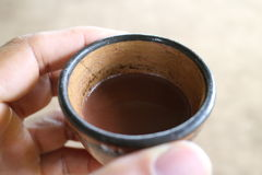 Boisson traditionnelle de chocolat dans une tasse Photo stock