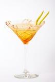 Boisson tropicale de cocktail avec le caramel et la poire image stock