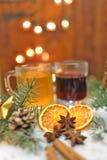 Boissons épicées par Noël images libres de droits