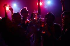 Boissons alcoolisées heureuses Images stock