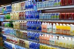Boissons au supermarché Photos stock